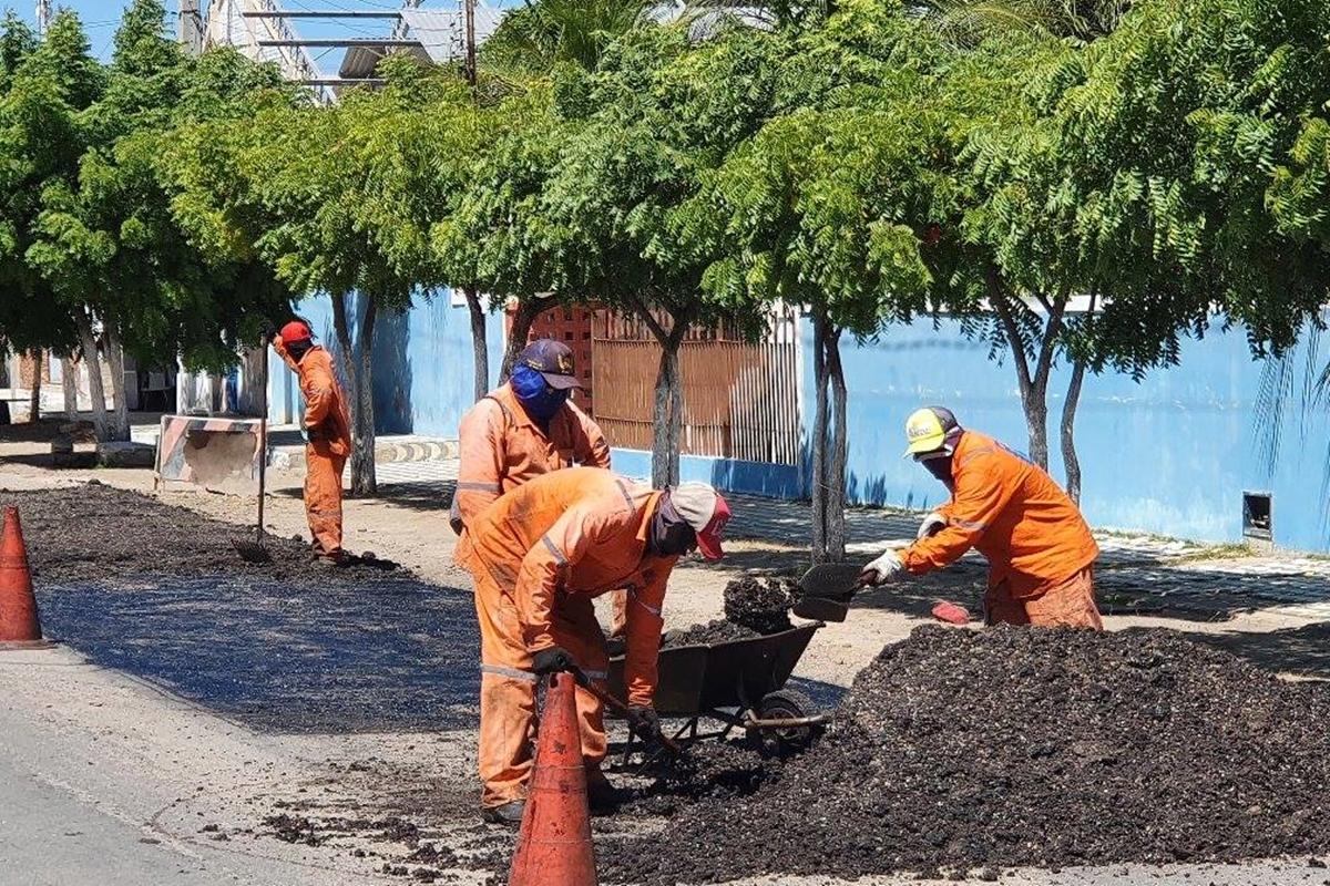 Av. José Alves Maia recebe operação tapa-buracos